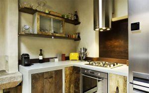 mobili-di-recupero-cucina-elettrodomestici-moderni-e-pensili-recuperati